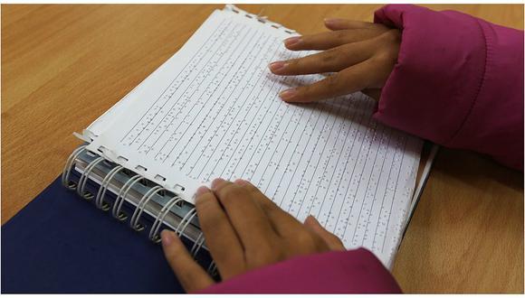 Biblioteca Nacional presenta libros para lectura en Braille en la FIL