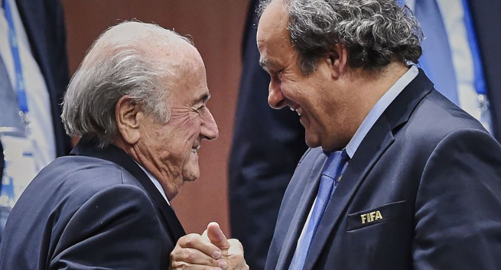 FIFA: Blatter habría sobornado a Platini con 2 millones de euros