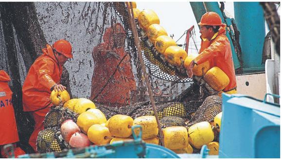 Sindicato José Olaya Balandra también solicita a Produce que se indague presuntas irregularidades en control de desembarques.