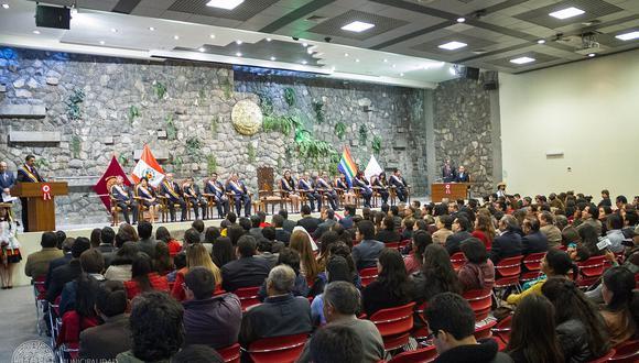 Conversartorio 'La Prensa y el Bicentenario' en Cusco