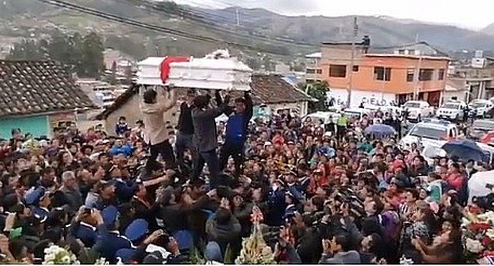 Así fue el entierro de las niñas asesinadas por el 'Monstruo de Andahuaylas' (VIDEO-FOTOS)