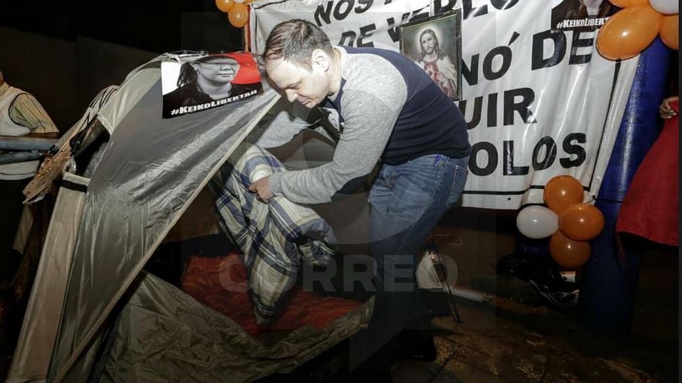 Mark Vito, esposo de Keiko Fujimori, pasó su primera noche en huelga de hambre (VIDEO y FOTOS)