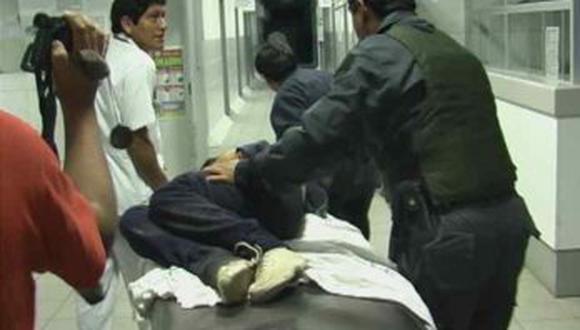 Agraviado tuvo que ser evacuado al Hospital Lafora, en Guadalupe, para recibir atención médica. La Policía está tras los pasos de los maleantes.