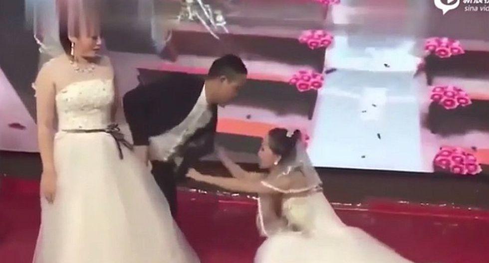 Mujer llegó vestida de novia a la boda de su ex para pedirle que se case con ella