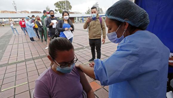La OPS urgió a los Gobiernos de la región a hacer todo lo posible para mejorar la distribución de las dosis con cambios logísticos. (Foto: EFE/ Mauricio Dueñas Castañeda)