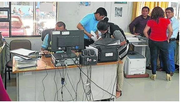 Allanan oficinas e incautan documentos en la UGEL Sullana