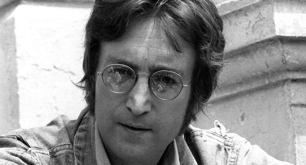 The Beatles: Venden en 35 mil dólares mechón de pelo de John Lennon