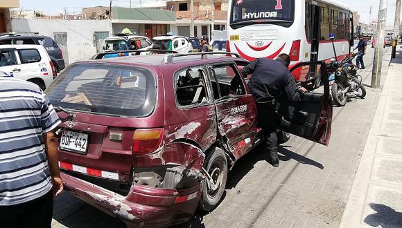 Un menor de edad resulta herido luego de un triple choque de autos en cono sur