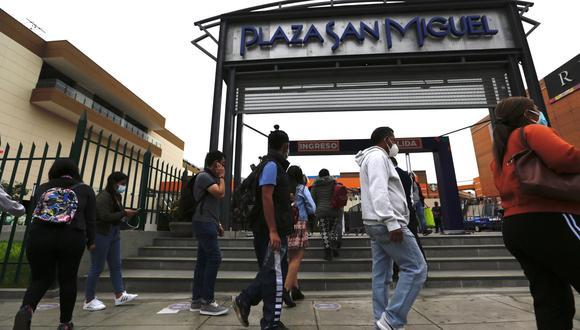 Recordemos que el aforo y la atención en centros comerciales depende del nivel de alerta en la que se encuentren sus provincias. (Foto: Fernando Sangama/@photo.gec)