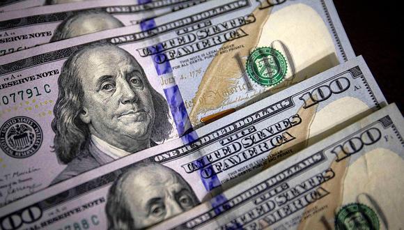 En el mercado paralelo o casas de cambio de Lima, el tipo de cambio se cotizaba a S/ 3.700 la compra y S/ 3.745 la venta de cada billete verde. (Foto: GEC)