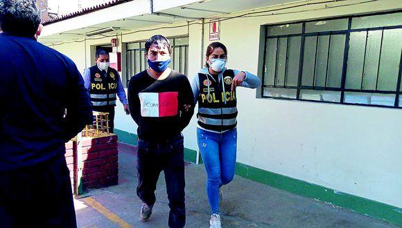Huancayo: Sujeto le quita mascarilla y escupe a policía para evitar ser detenido