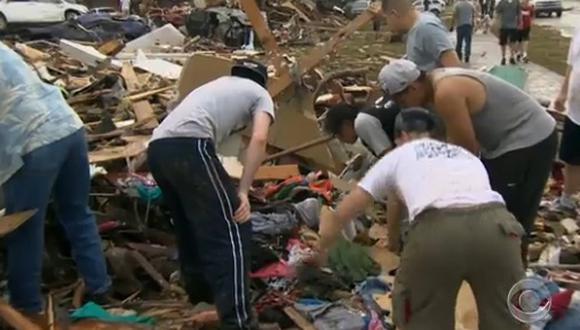 Víctimas de tornado en Oklahoma se eleva a 51