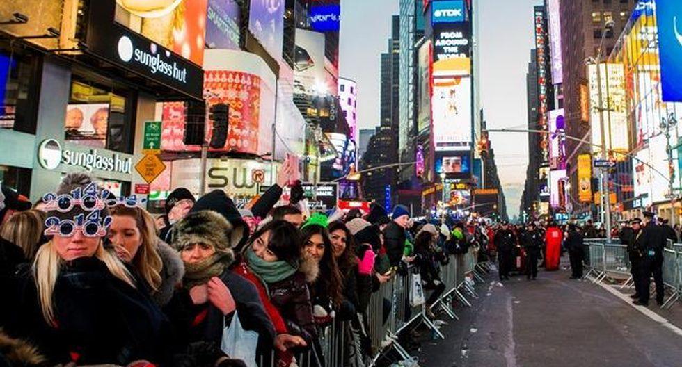 Miles de personas llegan al Time Square para celebrar año nuevo