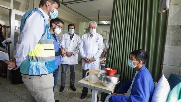 Comisión de la ONU recorrió hospitales de EsSalud para conocer situación de manifestaciones heridos. (Foto: EsSalud)