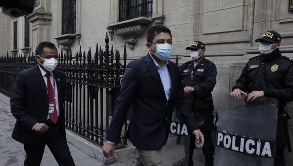 Entre los asistentes está el congresista Guillermo Bermejo, quien evitó dio mayores declaraciones a la prensa. (Foto: GEC)