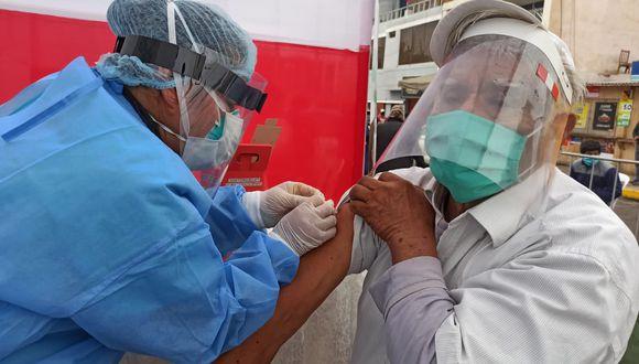 ¿quiénes son los grupos de riesgo y qué vacunas necesitan? la especialista nos menciona un listado de las vacunas necesarias según el grupo de riesgo en el que te encuentres: (Foto: Minsa)