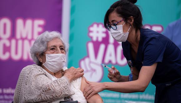 IMAGEN REFERENCIAL. La eficacia de esta vacuna es del 85,9% contra las formas graves de la enfermedad en Estados Unidos, y también es eficaz, a 81,7%, contra formas graves en Sudáfrica y en 87,6% en Brasil, donde las variantes están muy extendidas. (Foto: Alberto Valdés/ EFE)