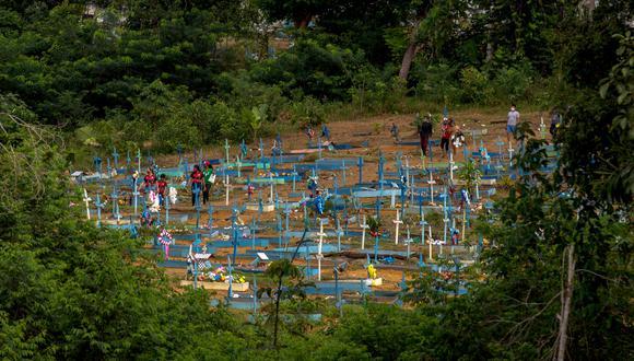 Brasil, uno de los tres países en el mundo más afectado por la pandemia en números absolutos junto a Estados Unidos e India, registra una tasa de mortalidad de 276 decesos por cada 100.000 habitantes. (Foto: Michael DANTAS / AFP)