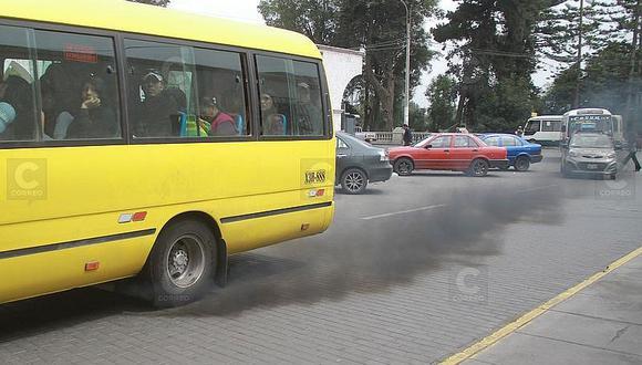 La mitad de vehículos contaminan, pese a tener certificados de revisiones técnicas