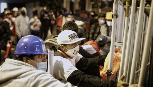 Los seguidores de Fuerza Popular intentaron llegar por la fuerza a Palacio de Gobierno. (Foto: Joel Alonzo/@photo.gec)