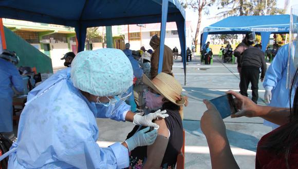 Mayores de 80 años recibieron las dos dosis contra el coronavirus| Foto: Leonardo Cuito