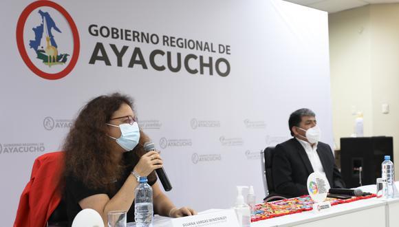 Ayacucho: La titular del Midis, Silvana Vargas, cumplió agenda de trabajo en la región Ayacucho, donde se reunió con el gobernador, Carlos Rúa. (Foto: Difusión)