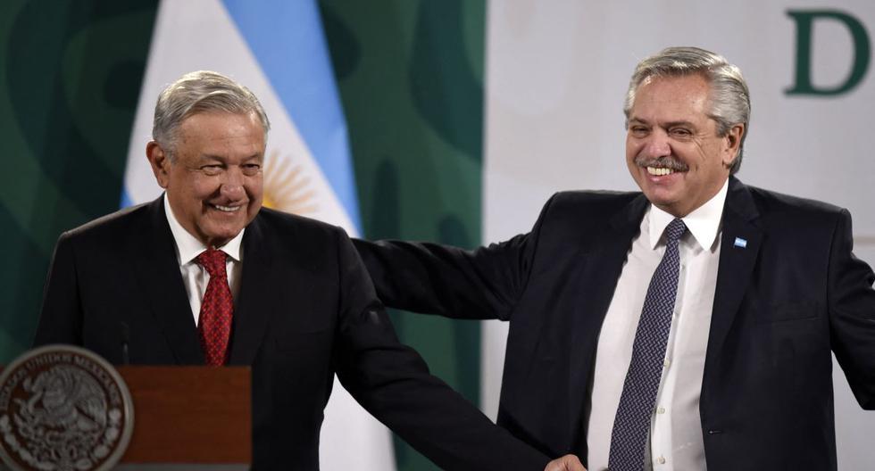 El presidente de México, Andrés Manuel López Obrador (AMLO), y el mandatario de Argentina, Alberto Fernández, asisten a una conferencia de prensa en el Palacio Nacional, en la Ciudad de México, México, el 23 de febrero de 2021. (ALFREDO ESTRELLA / AFP).