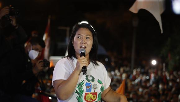 Keiko Fujimori en un pronunciamiento con sus seguidores. | Foto: Fotos Hugo Pérez. @photo.gec