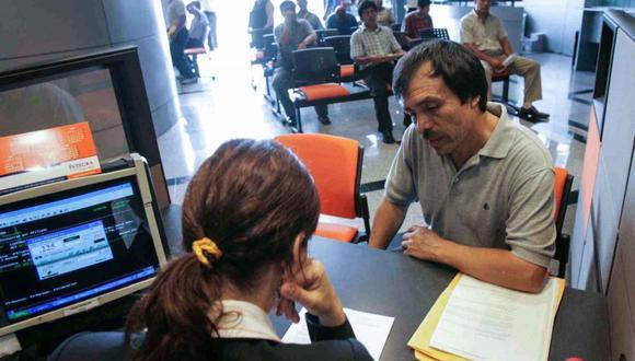 Según cálculos de la SBS, la autorización de retiro de hasta 4 UIT de los fondos de pensiones implicará el desembolso de S/40.000 millones por parte de las AFP. (Foto: Andina)