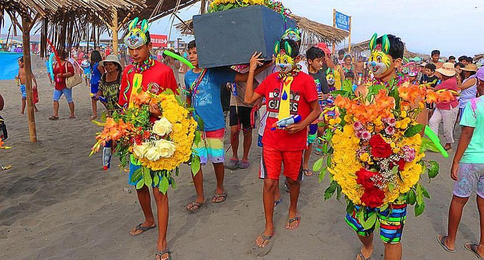 """Punteños celebran en la playa el """"Entierro del Carnaval"""" (FOTOS)"""