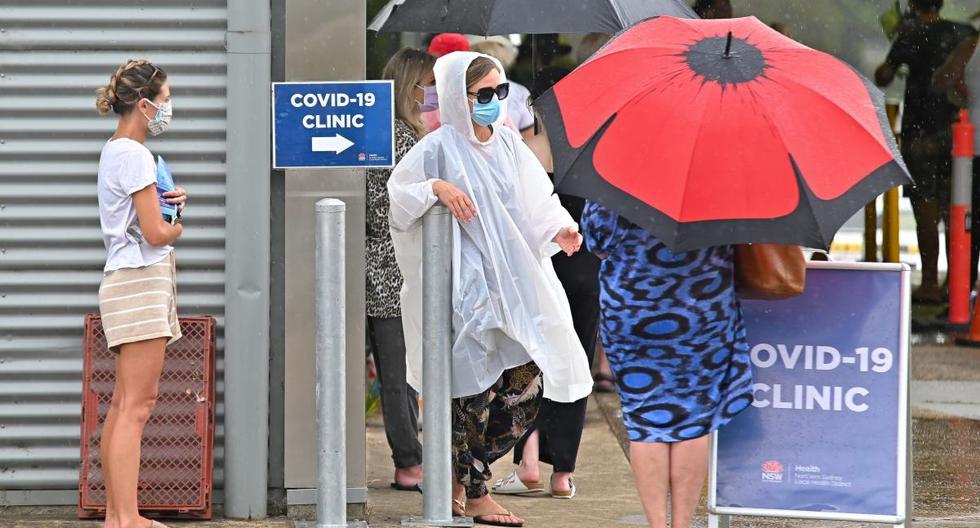 Imagen referencial. La gente hace fila para una prueba de coronavirus en el Hospital Mona Vale en Sídney (Australia), el 18 de diciembre de 2020. (Steven Saphore / AFP).