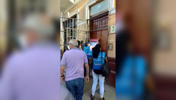 La Municipalidad de Lima clausuró el local ubicado en la cuadra 7 de la calle Emilio Fernández.