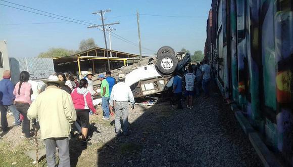 México: Choque de tren y bus con pasajeros deja 8 personas muertas