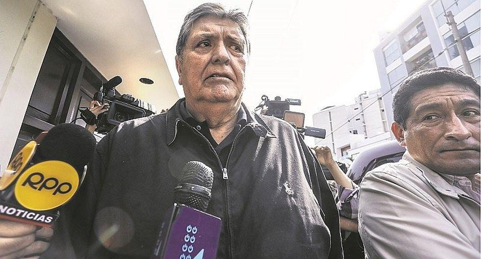 """Alan García denuncia """"chuponeo"""" de parte del Gobierno"""