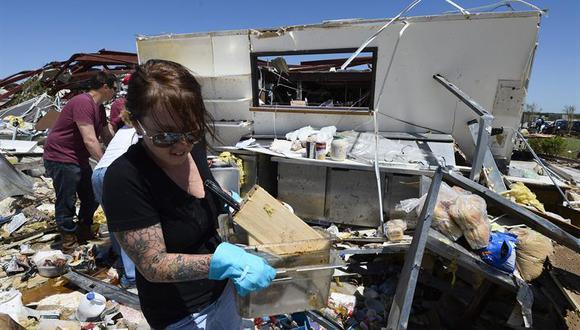 EE.UU.: Tornados dejan seis muertos y miles de damnificados