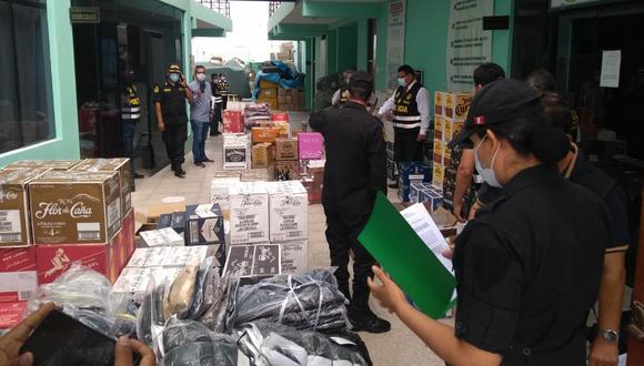 Cajas de licores y bultos con prendas de vestir fueron llevados a sede policial