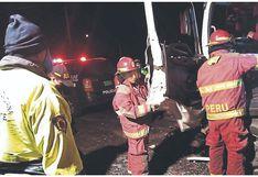 Chimbote: Chofer queda atrapado tras violento choque