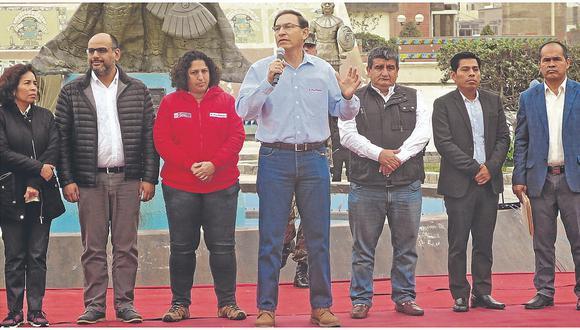 En accidentada y fugaz visita a JLO, Vizcarra pide elegir mejor a autoridades