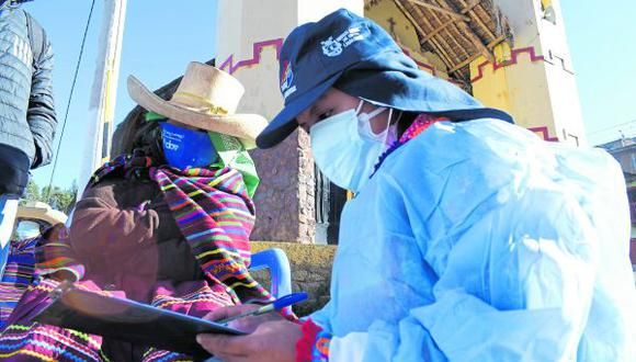 Federación Médica recomienda mejorar la difusión del cronograma de vacunación en la población de zonas altoandinas. Además, advierte que algunos adultos mayores de 50 años optan por viajar a Lima para vacunarse pero esto aumenta el riesgo de transmisión de variante Delta.