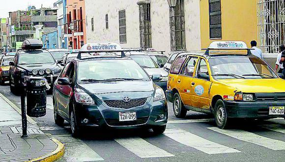 Taxistas en contra de implementar 'Pico y placa'