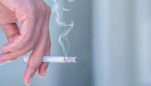El doctor Manuel Villarán, especialista en salud pública e investigador, indica que fumar deteriora la función pulmonar y las defensas naturales de los pulmones. (Foto: iStock)