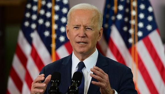 """Joe Biden aseguró que quiere compartir los excedentes estadounidenses con otros países porque """"hasta que esta vacuna esté disponible en todo el mundo y estemos ganando al virus en otras naciones, no estaremos completamente seguros"""". (Foto: JIM WATSON / AFP)"""
