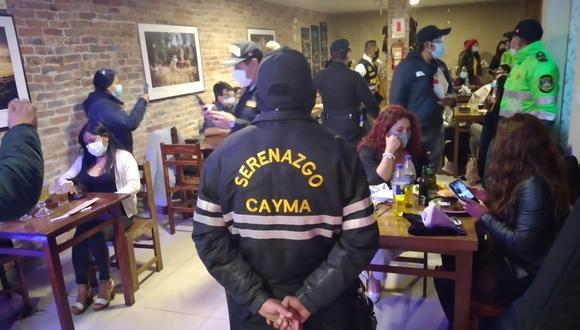 Pobladores que participan en una cena en el distrito de Cayma fueron multados  Foto: Municipio de Cayma