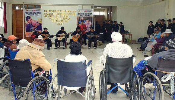 Claman por ayuda para ancianos contagiados en asilo