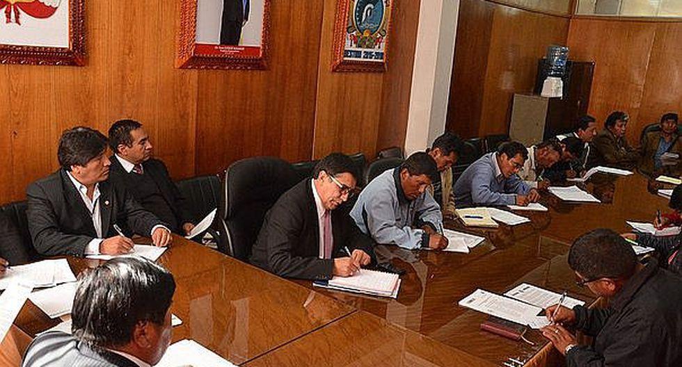 Puno: comitiva de 16 autoridades viaja a Lima para solicitar el desbloqueo de cuentas