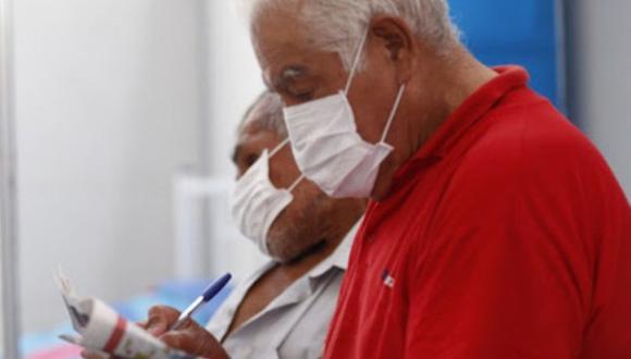 Minaya enfatizó que se respetará la escala mencionada y agregó se priorizará a los adultos mayores con más de una comorbilidad para que reciban la dosis lo antes posible durante esta primera fase de vacunación. (Foto: Andina)