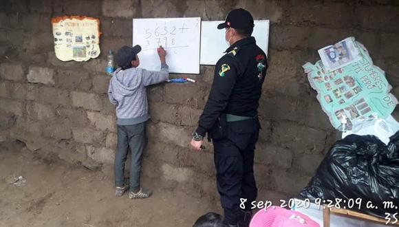 Policías enseñan a escolares que no cuentan con Internet en zona alejada de Andahuaylas/Difusión