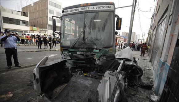 Al menos una persona perdió la vida producto del accidente vehicular. (Foto: Joel Alonzo/@photo.gec)
