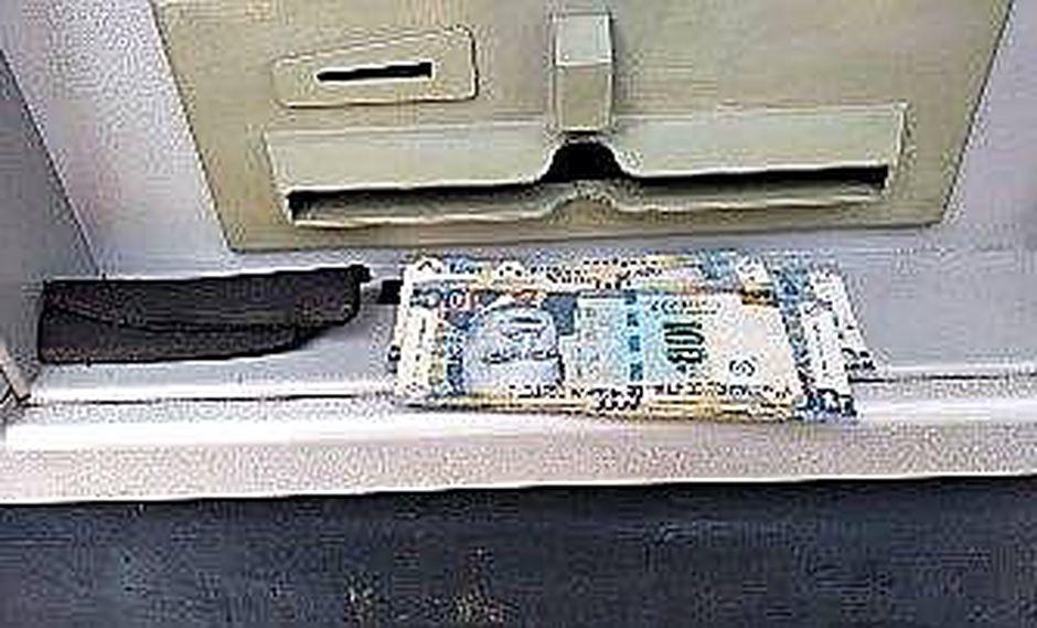 Caen dos acusados de robar dinero en cajero de banco