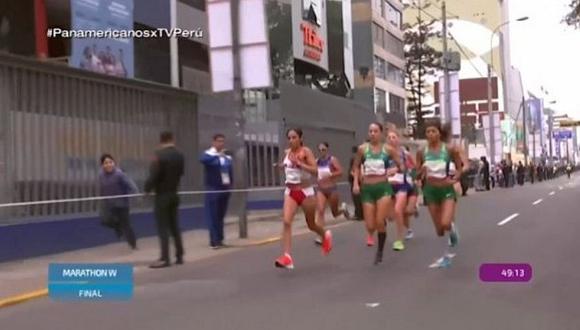 Niño corrió al lado de Gladys Tejeda para alentarla (VIDEO)